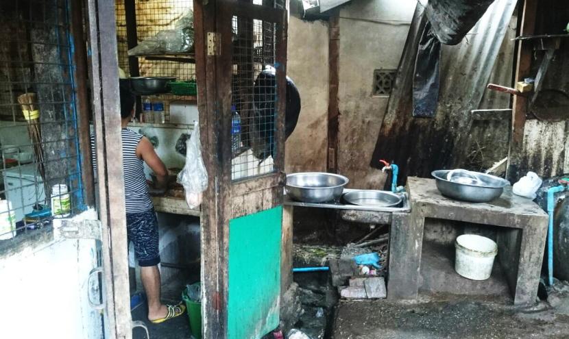 ミャンマーのローカル食堂の厨房
